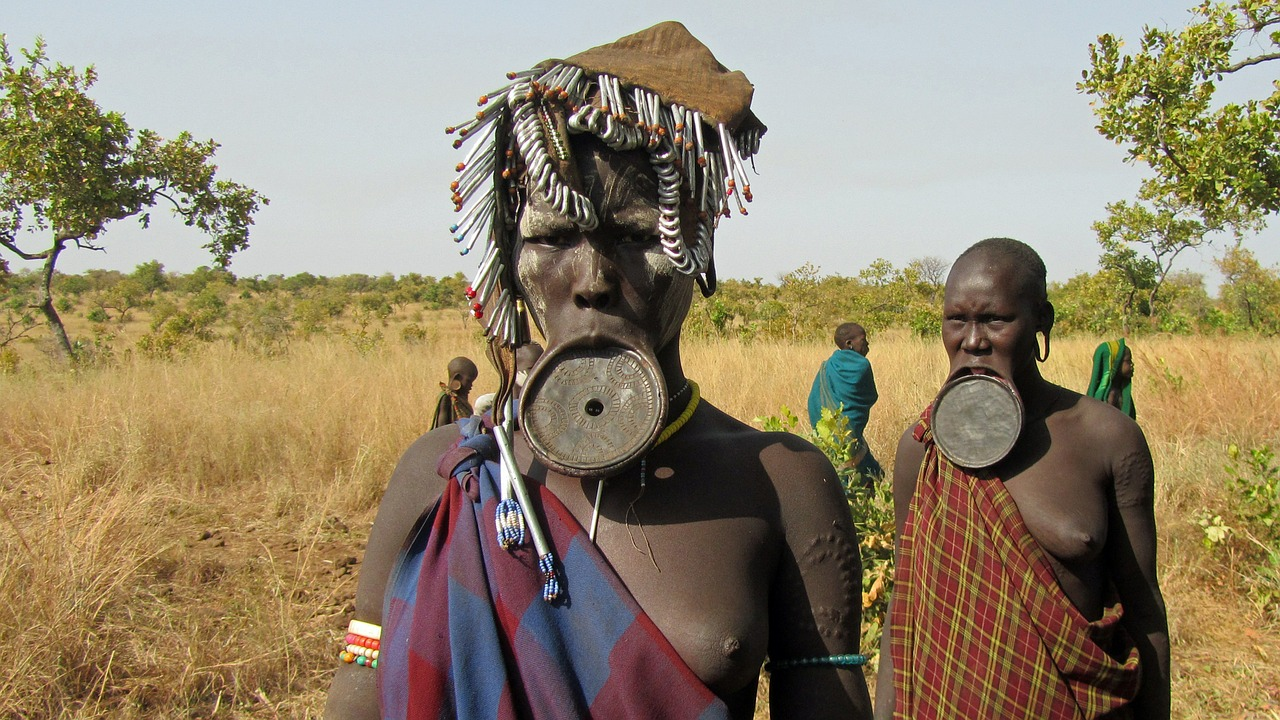 World most bizarre tradition: Lip plating of Suri tribe of Africa